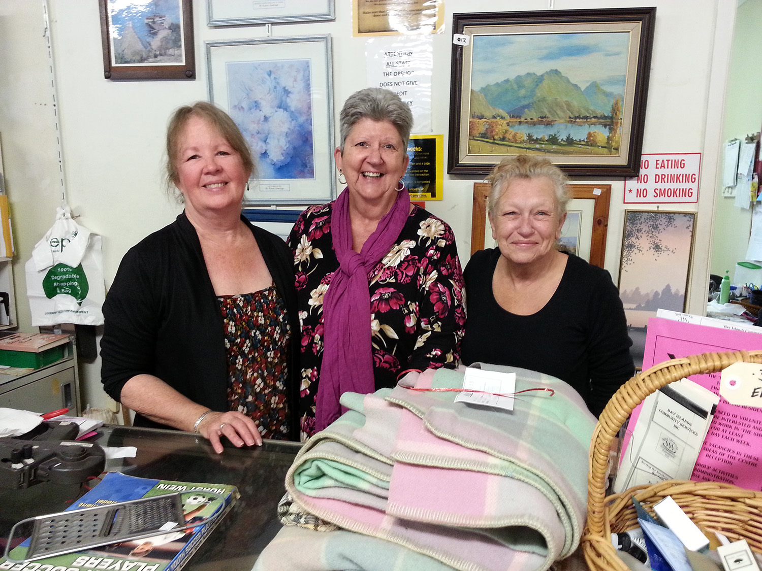 Russell_Island_shop_ladies